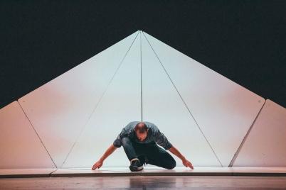 """Sidi Larbi Cherkaoui feiert am tanzhaus nrw die deutsche Premiere von """"Fractus V"""" (c) Filip van Roe"""