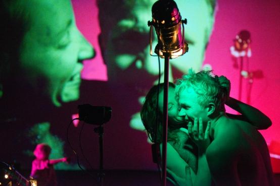 Shiny, shiny: Chris Haring und Liquid Loft zu Besuch im tanzhaus nrw im Rahmen von TEMPS D'IMAGES (Foto: Michael Loizenbauer)